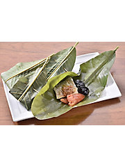 <ミノヤ ジャパン ハラール セレクション><ハ>白身魚(すずき)の青朴葉包み Fish(Suzuki) Wrapped in Magnolia Leaves