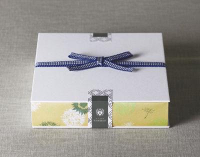日本茶菓SANOAHの日本茶菓子セット、花の結び